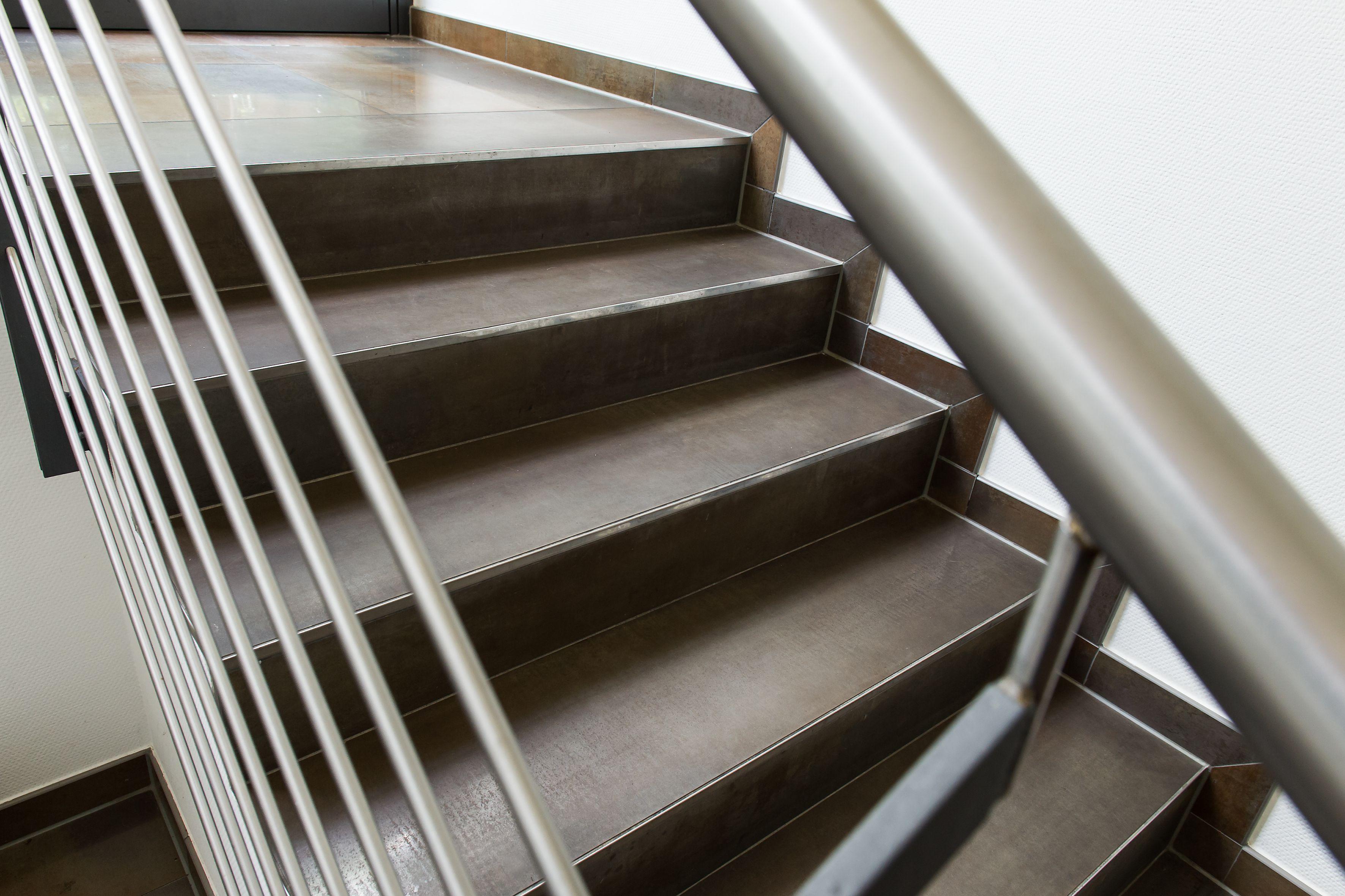 balkone terassen aussentreppen fliesen staack. Black Bedroom Furniture Sets. Home Design Ideas